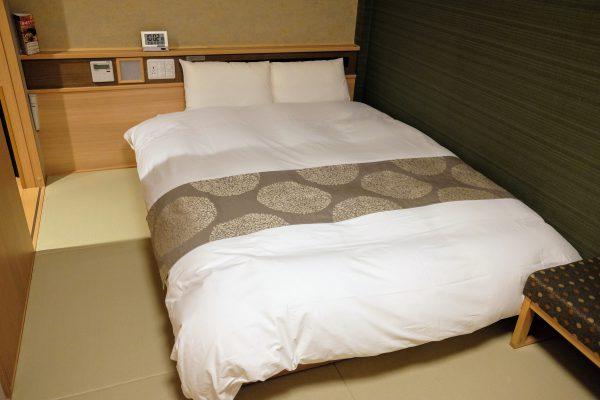 御宿 野乃(富山)のお部屋。畳張りの和風ビジネスです。