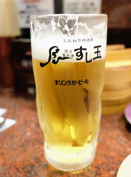 写真を撮る前に一口飲んでしまったビール。