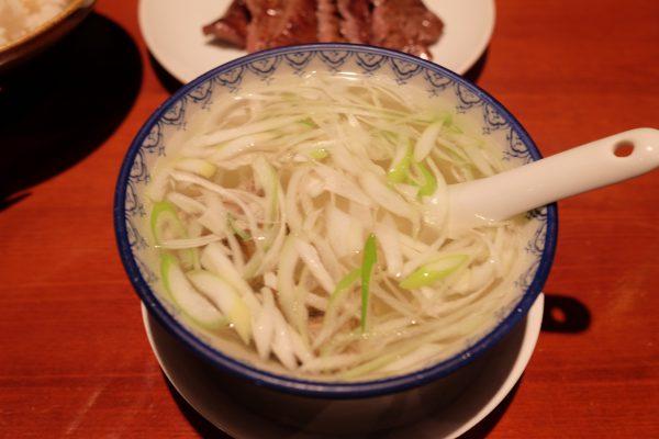 熱々のテールスープ