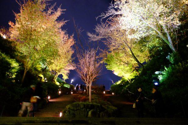 高台寺へと続く大階段