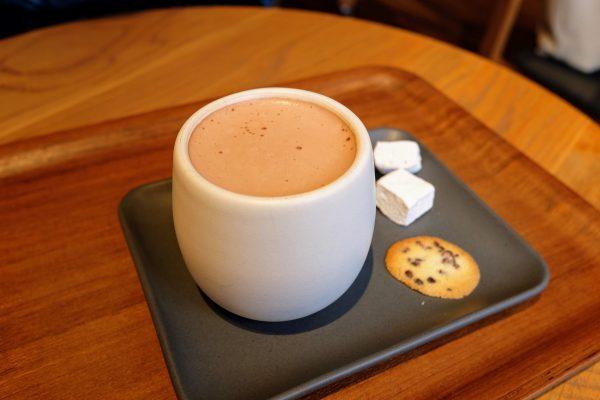 「ダンデライオン」ではチョコレートドリンクを飲んだ。濃厚な香りでいて後味がスッキリしていておいしい。