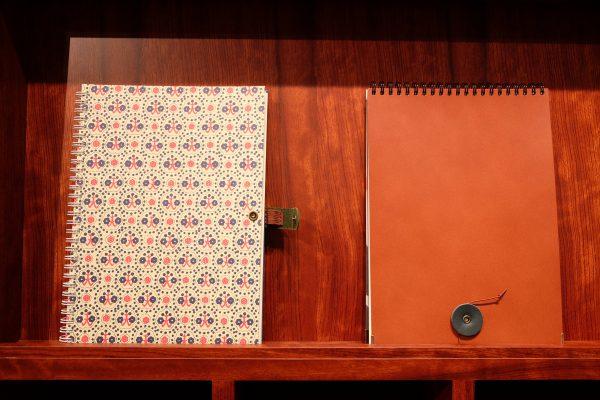 「カキモリ」ではノートを手作りすることもできる。
