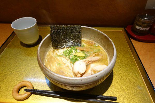 鶏塩そば(800円)