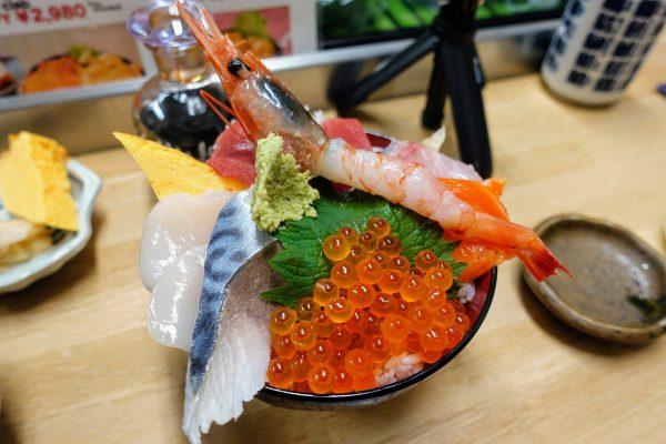 おまかせ丼(1,780円)。イクラが特に旨い!