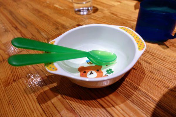子供用皿とイスも用意してもらえました。