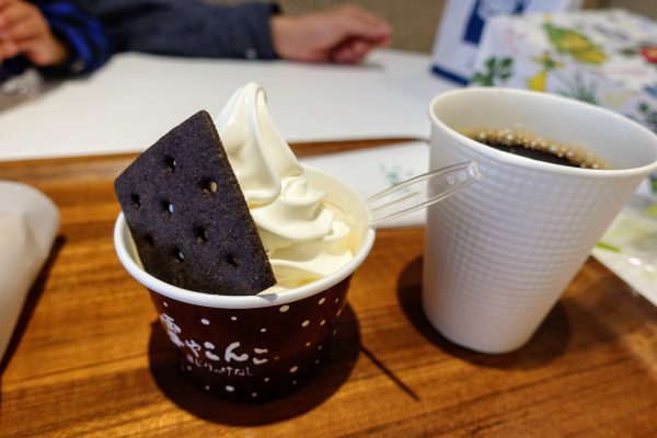 雪こんチーズ(300円)。札幌のソフトクリーム全部美味しいです。